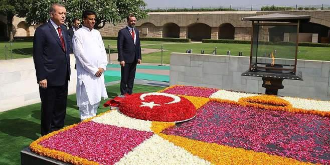 Erdoğan, Mahatma Gandhi Anıtı'nı ziyaret etti