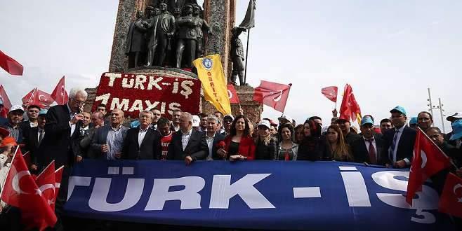 Türk-İş'ten Cumhuriyet Anıtı'na çelenk