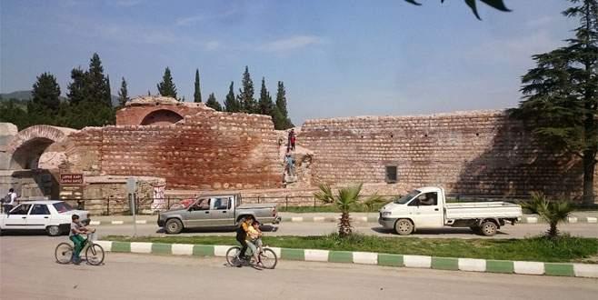 Bursa'da çocuklardan tehlikeli tırmanış