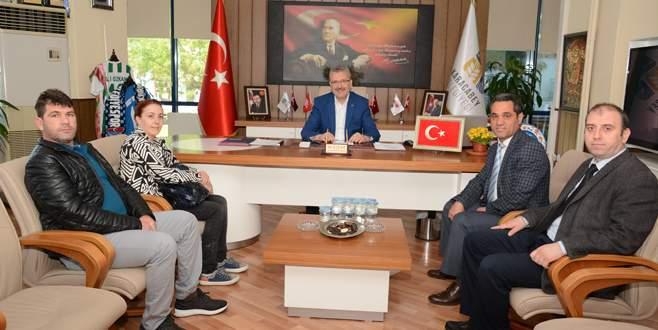 Eğitim kurumlarından Özkan'a plaket