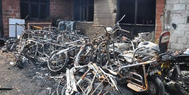 Bursa'da tamire getirilen 10 motosiklet yandı