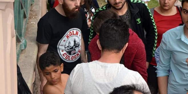 Suriyeli çocuğun Porsuk Çayı'na düşme anı kamerada