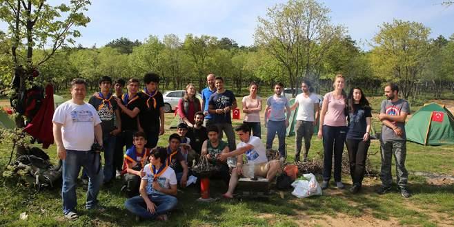 İşitme engelli gençlere kampçılık eğitimi