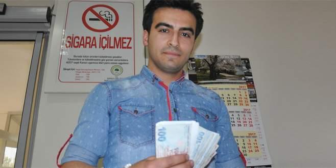 Bulduğu parayı polise teslim etti