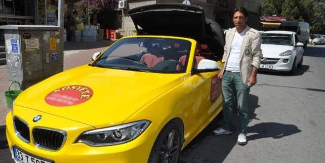 Üstü açık lüks otomobili taksi yaptı