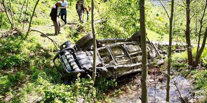 Kamyonet uçuruma devrildi: 4 ölü, 3 yaralı