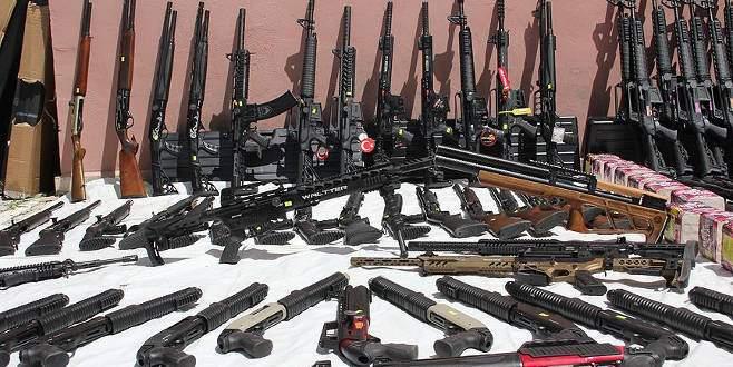 Kaçak silahlar kargo araçlarından çıktı
