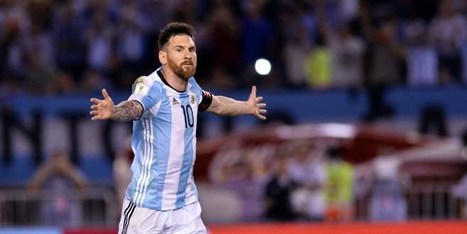 FIFA Messi'nin cezasını kaldırdı