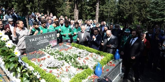 Bursaspor'un efsane başkanı dualarla anıldı