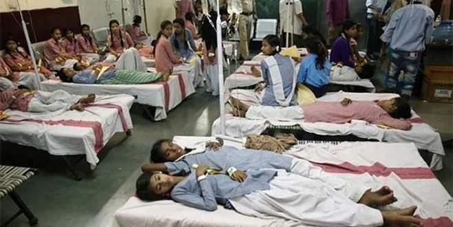 Hindistan'da 200 öğrenci zehirlendi