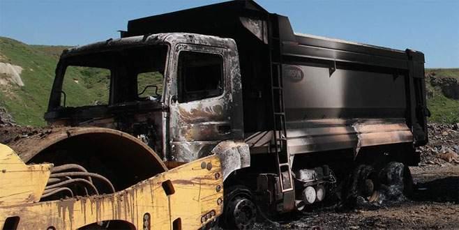 Şantiye basan teröristler iş makinesini yaktı