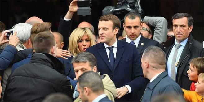 Macron'un ilk mesajı 'birlik' oldu