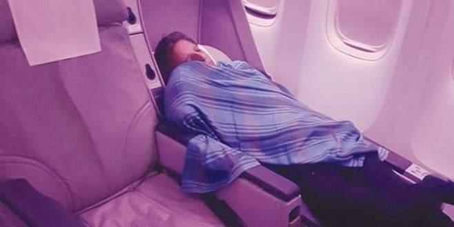 Pilot uçuşta uyudu