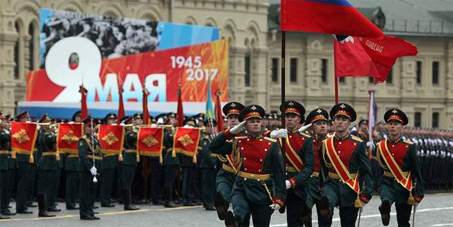 Rusya'da 9 Mayıs Zafer Günü Kızıl Meydan'da kutlandı