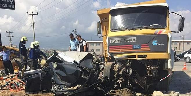Başsavcı ve koruma polisi kazada yaşamını yitirdi