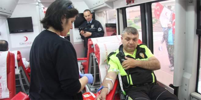 Trafik polislerinden kan bağışı