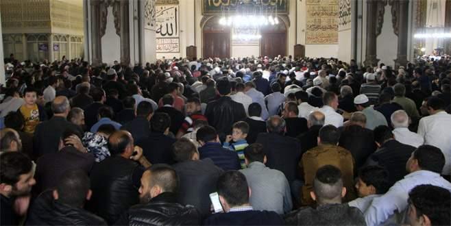 Bursa'da camiler doldu taştı