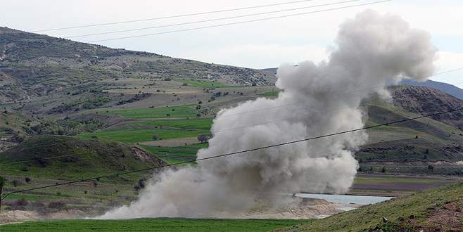 Ağrı'da yola tuzaklanan patlayıcılar imha edildi