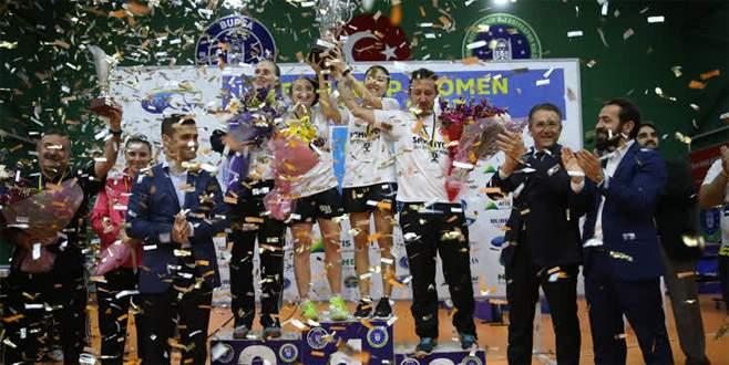 Masa tenisinde Bursa Büyükşehir Belediyespor şampiyon