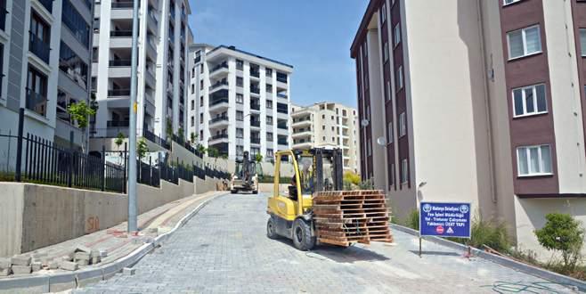 Mudanya'da bozuk yollar onarılıyor