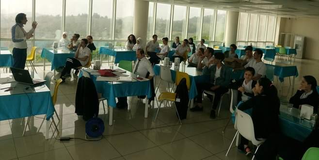Sağlık çalışanlarına iş güvenliği eğitimi