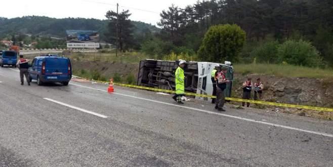 Turist minibüsü devrildi! 2'si ağır 17 yaralı