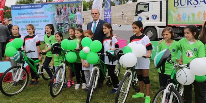 Büyükşehir'den öğrencilere bisiklet