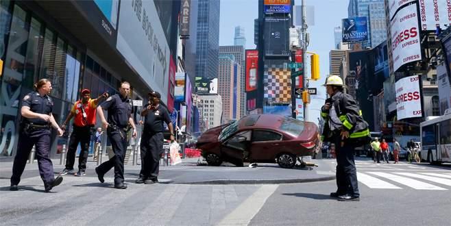 New York'ta otomobil yayalara çarptı: 1 ölü, 19 yaralı