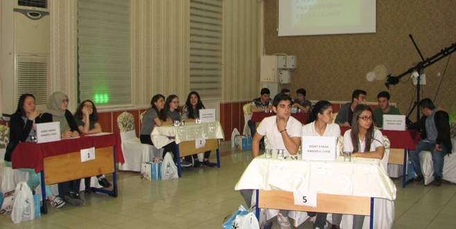 Liseli öğrenciler bilgi yarışmasında ter döktüler