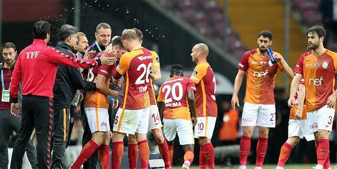 Galatasaray, Osmanlıspor'u iki golle geçti