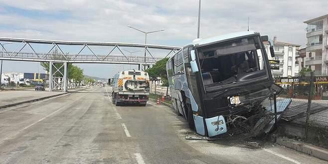 AK Partilileri taşıyan otobüs Polatlı'da kaza yaptı: 26 yaralı