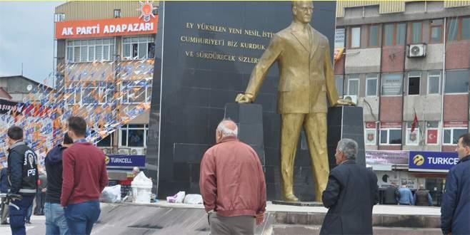 Atatürk heykeline baltalı saldırı