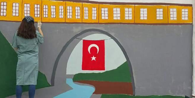 Hastane duvarları sanat eserine dönüştü