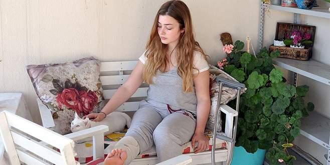 İzmir'de rögara düşen kız öğrenci yaralandı