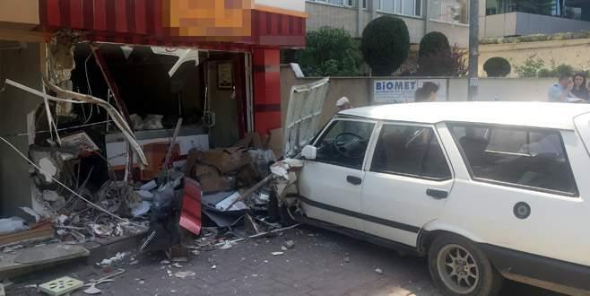 Bursa'da otomobil dükkanlara çaptı: Yaralılar var