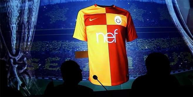 Galatasaray yeni sezon formasını tanıttı