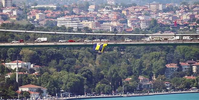Fenerbahçe bayrakları, köprülere asıldı