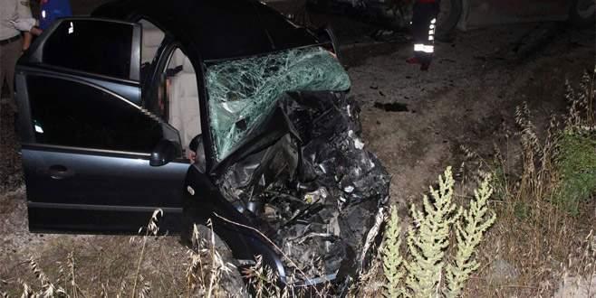 Otomobil ile TIR çarpıştı: 4 ölü