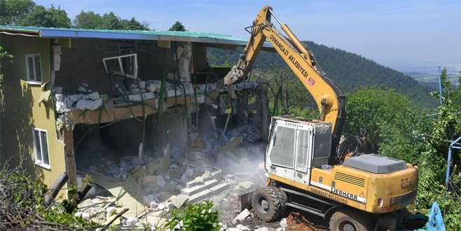 Uludağ eteklerindeki kaçak villalar yıkıldı