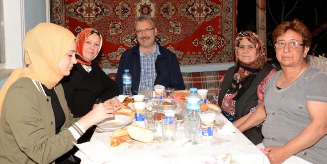 Özkan ilk iftarı şehit ailesinin evinde yaptı