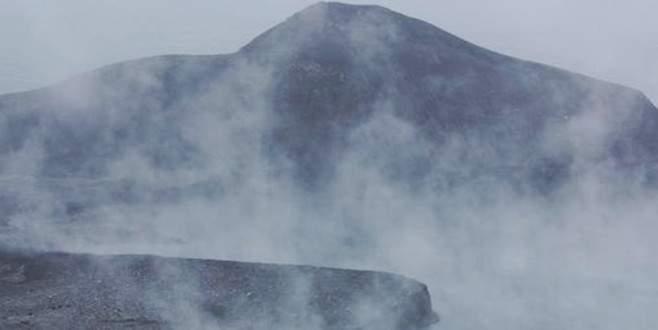 Bogoslof Yanardağı 10 kilometre yüksekliğe kül püskürtüyor
