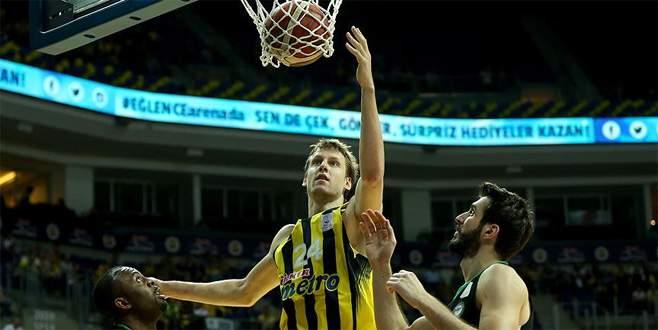 Fenerbahçe yarıfinal serisinde 1-0 öne geçti