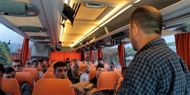 Bursa'dan kalkan otobüse yolcu gibi binerek ceza yazdı