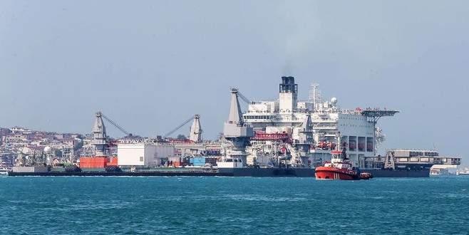 TürkAkım'da boru döşeyecek gemi İstanbul'dan geçti