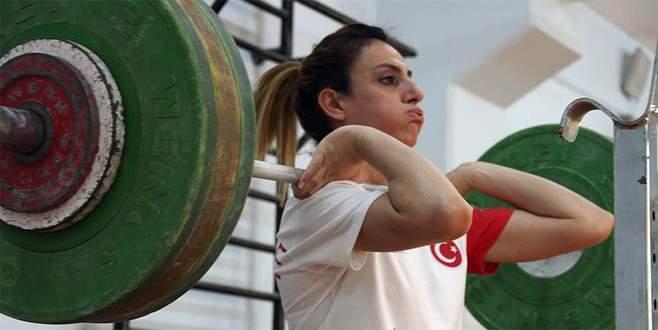 Halterin 'altın kızı' gözünü olimpiyatlara dikti
