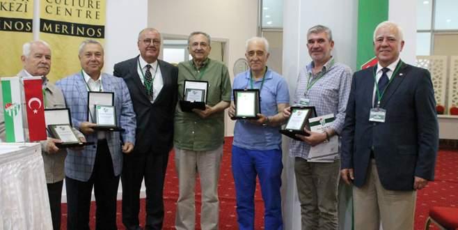 50 yıllık üyelere plaket verildi