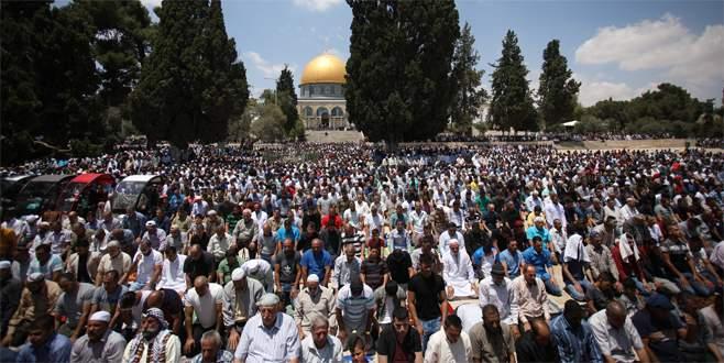 Mescid-i Aksa'da 250 bin kişilik cuma namazı