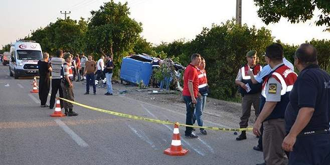 Adana'da jandarma minibüsü devrildi: 8 asker yaralı