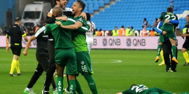 Trabzon'da tarihi zafer! Bursaspor kümede kaldı