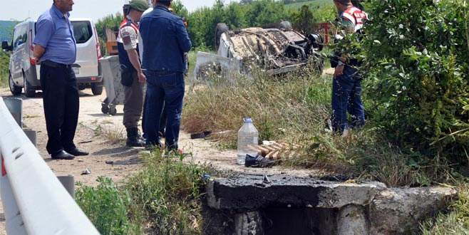 Bursa'da otomobil su kanalına düştü: 1 ölü, 2 yaralı